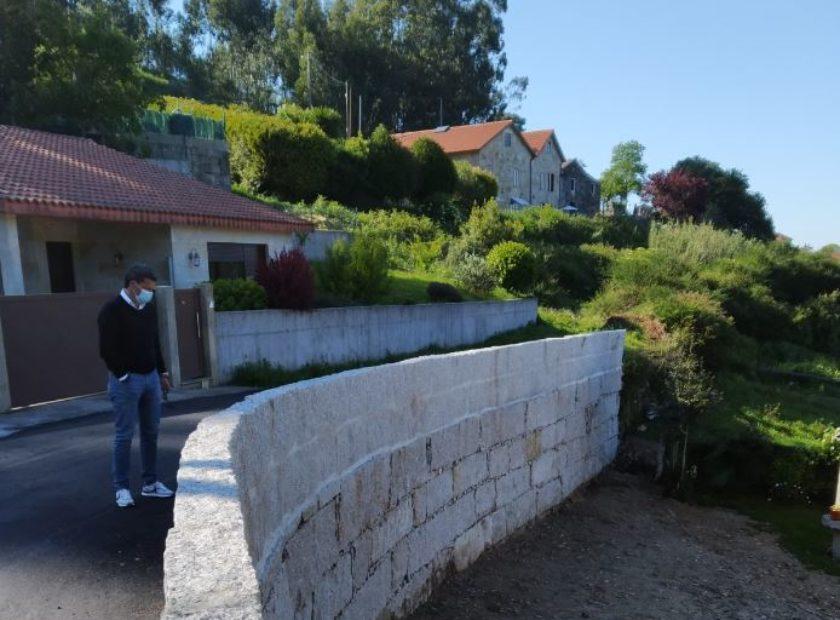 Foto web muro Belesar Baiona