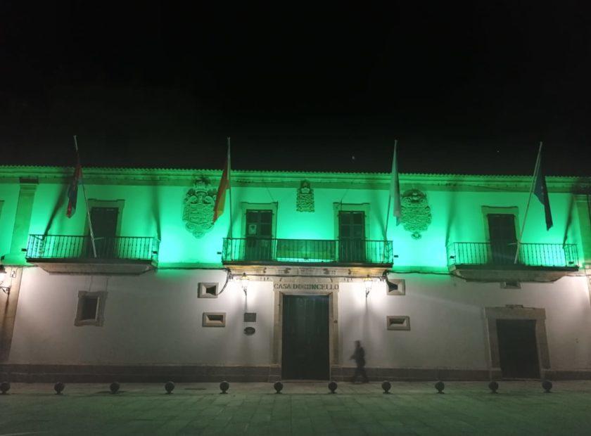 Concello de baiona iluminado de verde 840x620 Baiona