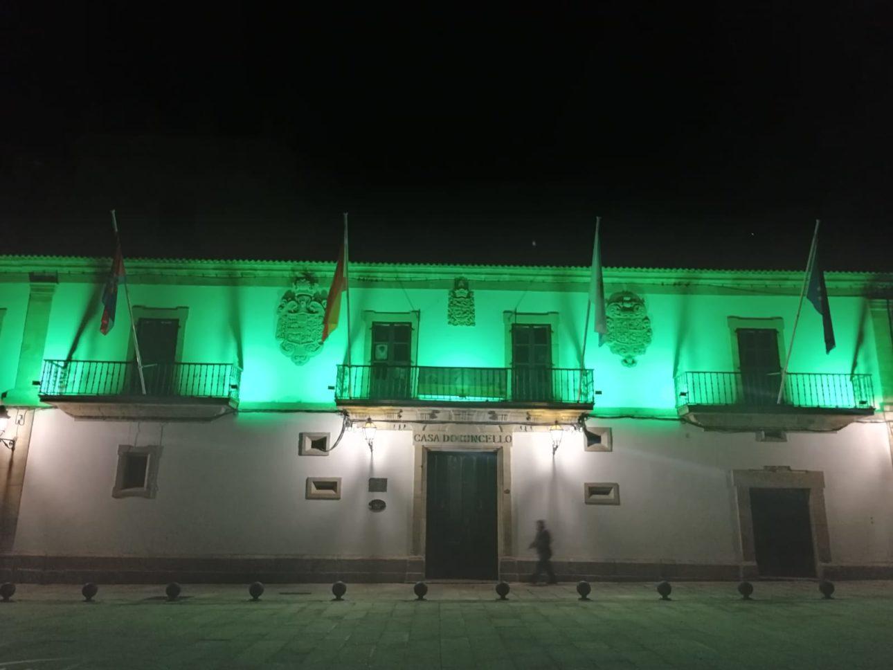 Concello de baiona iluminado de verde scaled Baiona